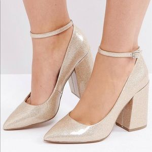 Shoes - BRAND NEW Gold Glittery Block Heel